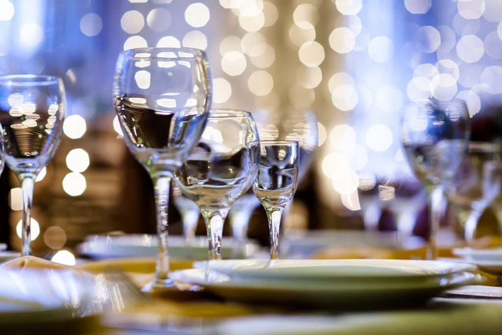 Glasses and dinnerware in a restaurant with mood lighting